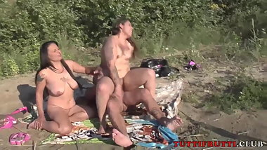 Gypsy famely on nude beach