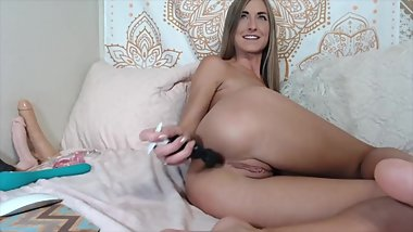 AMERICAN COOL GIRL DOES ANAL FOR FUN :D