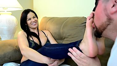 Jaded Dawn in Foot Love with Boss