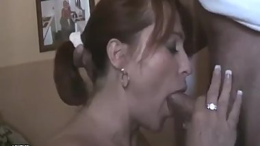 Mature Milf gives hot Mouth