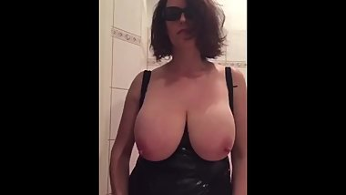 Busty german MILF puts three apples in her pussy