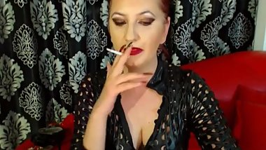 Supersexy Cam Milf Mistress Chainsmoker (she has smoker's cough)