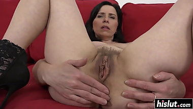 Sexy Mom Gets a BBC