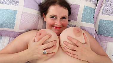 English milf Jane lets you enjoy her oversized lady bits