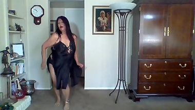 Hot Mature woman has fetish of tearing and ripping my clothe