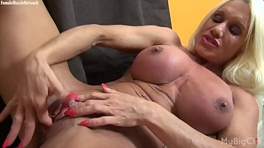 Naked Female Bodybuilder Play with Her Big Clit