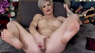 Blonde Milf Squirts And Cums On Cam