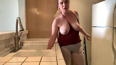 Stepmom stuck in the sink gets stepson's dick inside her