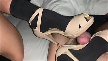 Blond amateur milf give me a nice shoejob with cum