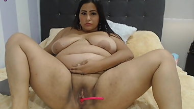 Chubby mexican milf with shaved pussy