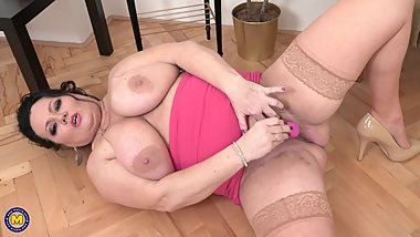 Big mom with huge tits and hungry pussy