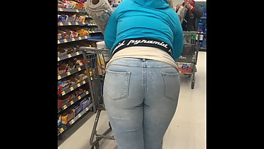 Bootylicious PAWG in Tight Jeans at Walmart