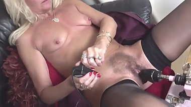 hairy mature squirts from fucking machine